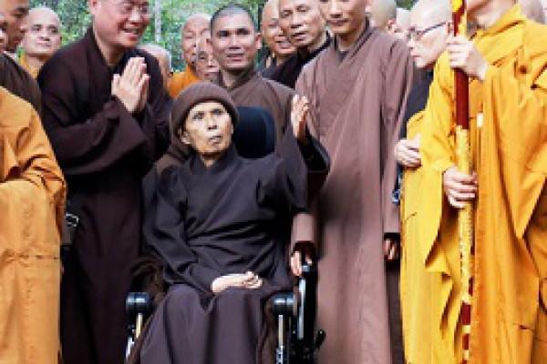 Thich Nhat Hanh keert terug naar