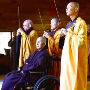 Thich Nhat Hanh is bij opening winterretraite in Plum Village