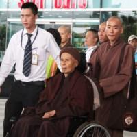 Thich Nhat Hanh terug in Thailand na bezoek Root Temple in Hué in Vietnam