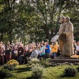 Het jaarverslag van de Thich Nhat Hanh Foundation is uit