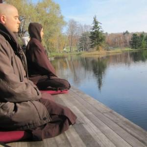Mindful ontwaken op zondag - online meditatie en lezing